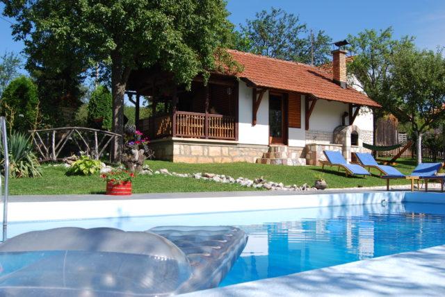 Slike-dvorista Seoski turizam Melović Zlatibor