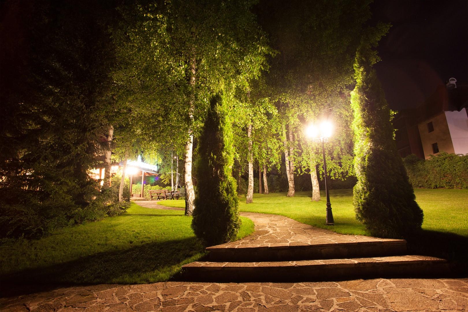vila-borova-dvoriste